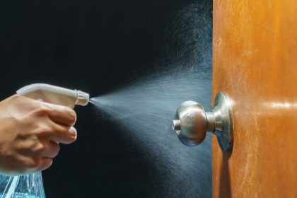 How-to-clean-doorknobs-and-handles-1